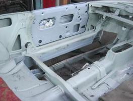 Durchrostungen Fahrzeugboden ausgetrennt